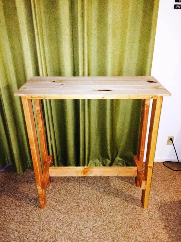 simple and cute pallet bar table