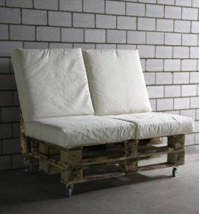 Rustic Pallet Bench on Wheels