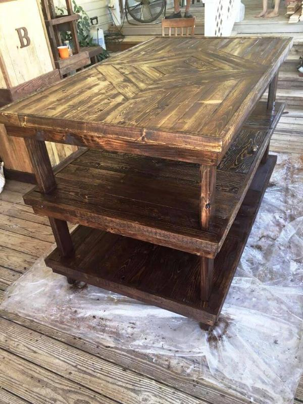 awesome wooden pallet sewing work table