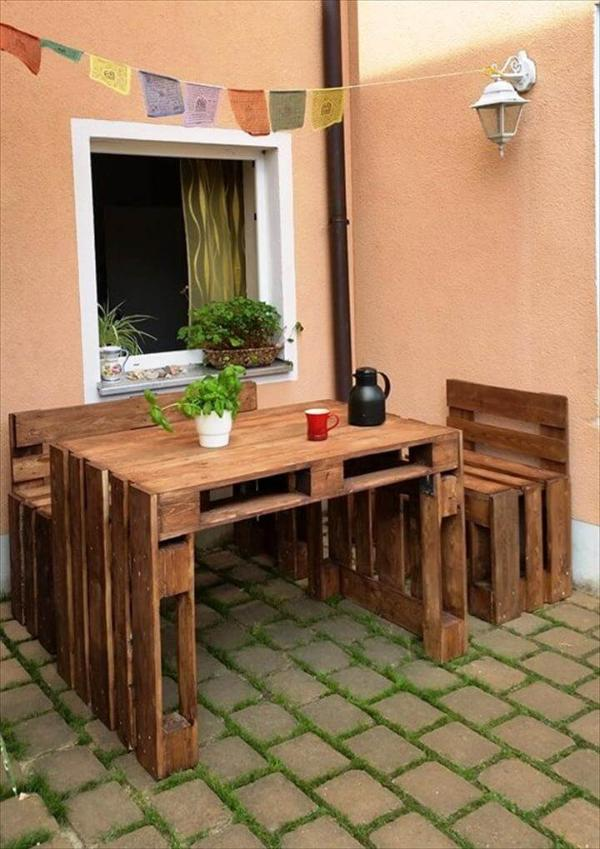 low-cost patio sitting set made from pallets