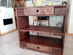 rustic looking pallet entryway table