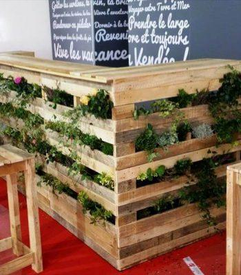 repurposed wooden pallet planter bar and 2 stools