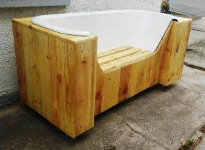 Old Bathtub and Pallets into Pallet Bench
