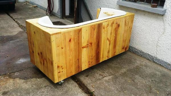 wooden pallet and old bathtub bench