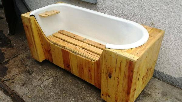 pallet and old bathtub bench