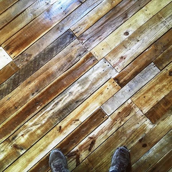 pallet flooring idea